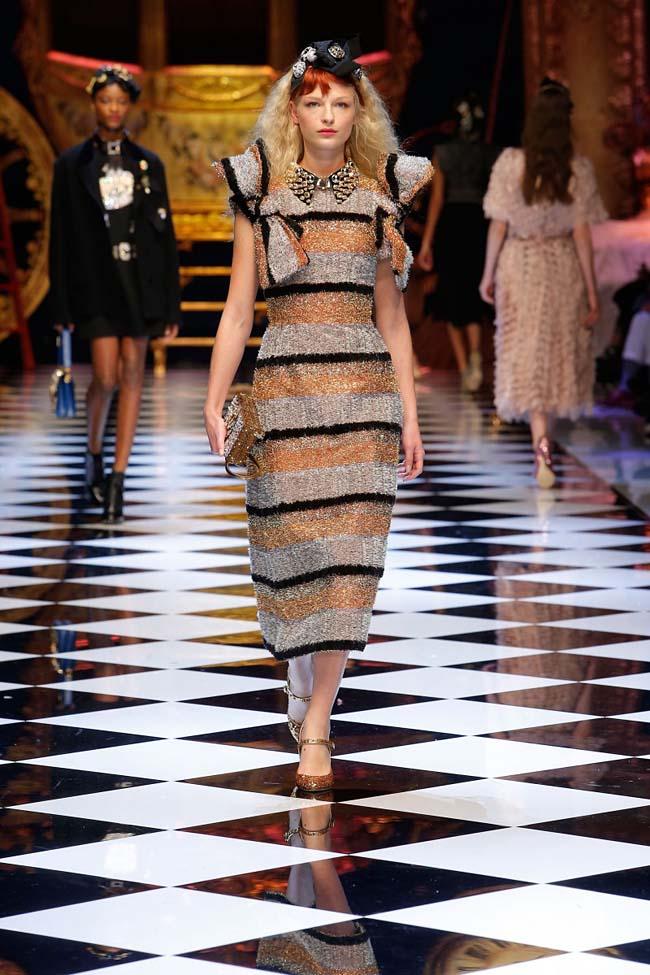 dolce-and-gabbana-fall-winter-2016-17-women-fashion-show-runway-35-