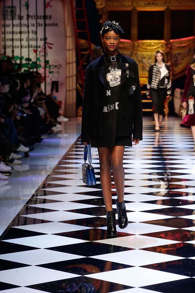 dolce-and-gabbana-fall-winter-2016-17-women-fashion-show-runway-36-