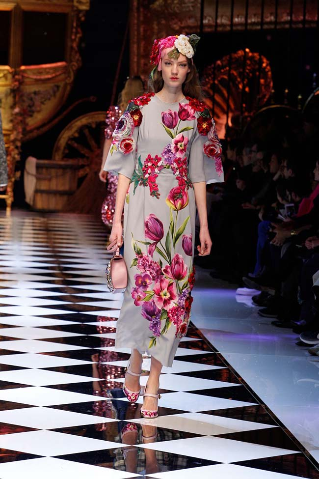 dolce-and-gabbana-fall-winter-2016-17-women-fashion-show-runway-43-