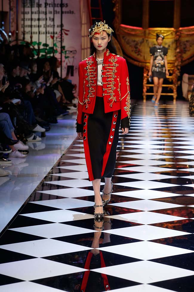 dolce-and-gabbana-fall-winter-2016-17-women-fashion-show-runway-45-