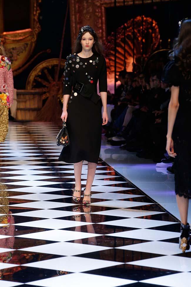 dolce-and-gabbana-fall-winter-2016-17-women-fashion-show-runway-73-