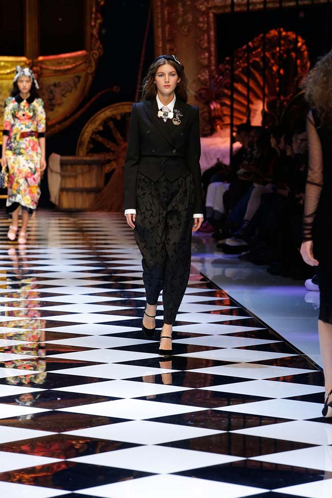 dolce-and-gabbana-fall-winter-2016-17-women-fashion-show-runway-88-