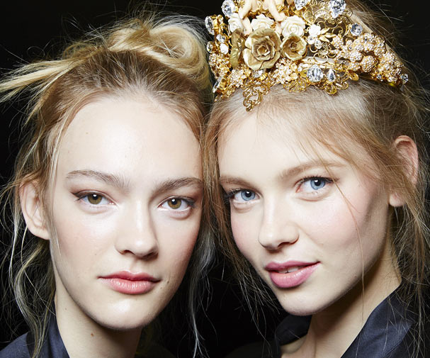 dolce-and-gabbana-summer-2016-women-fashion-show-backstage-28-zoom