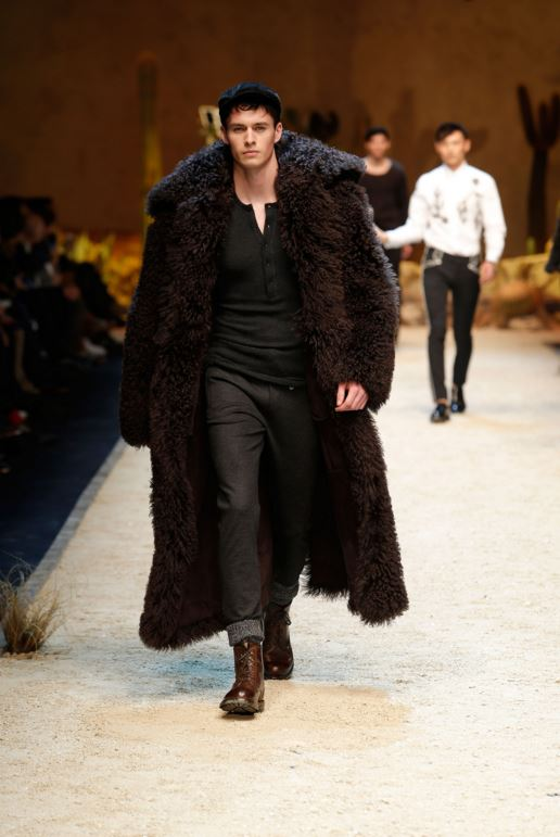 dolce-gabbana-mens-latest-fashion-trends-fall-2016-fashion-show-winter-2017-deep-brown-coat