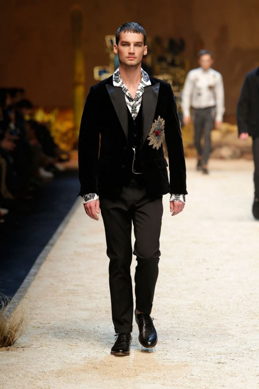 dolce-gabbana-mens-latest-fashion-trends-fall-2016-winter-2017-black-velvet-dinner-jacket