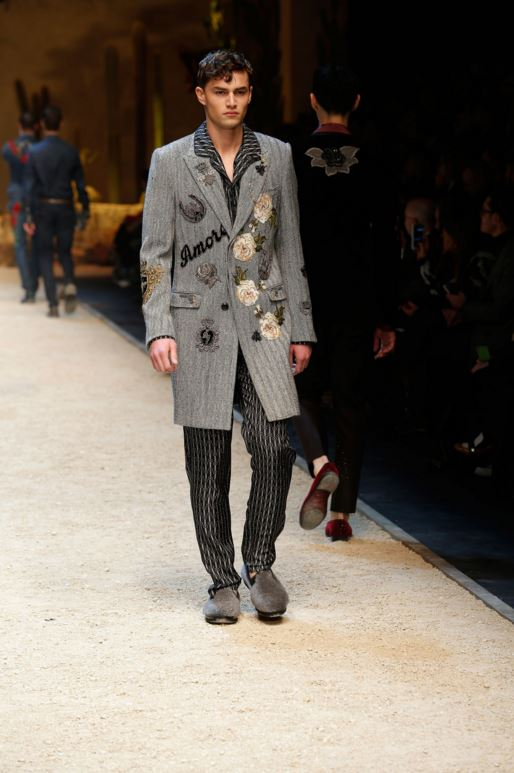 dolce-gabbana-mens-latest-fashion-trends-fall-2016-winter-2017-statement-coat-text-applique