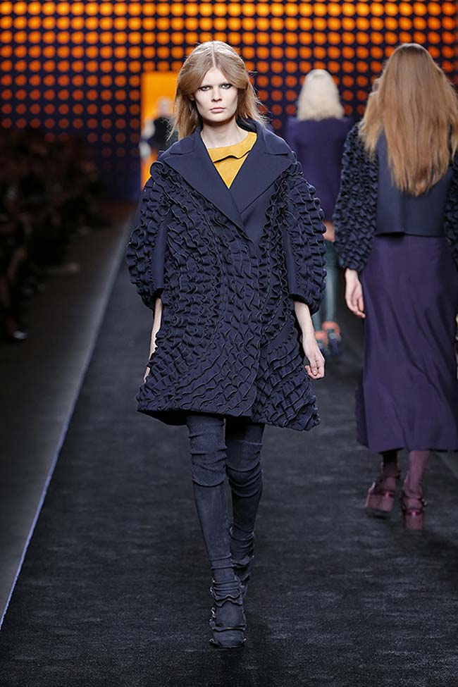 fendi-fall-2016-winter-2017-womens-fashion-show-mfw-dresses (18)