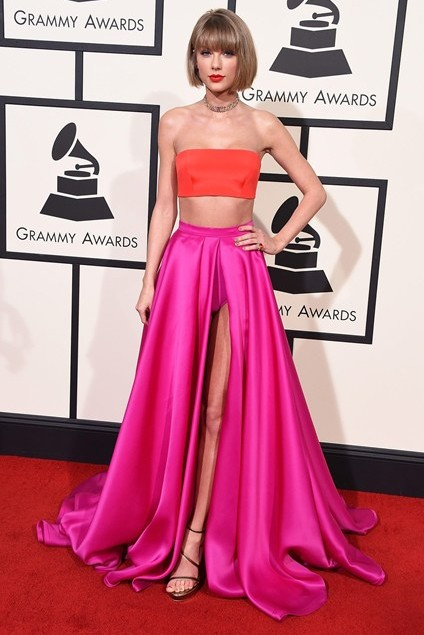 grammy-awards-2016-best-red-carpet-dresses-appearances-taylor-swift
