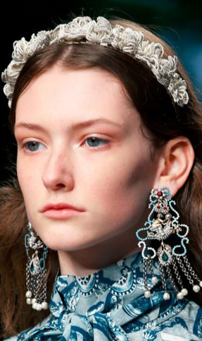 gucci-latest-trends-makeup-styles-spring-summer-2016-look-no-makeup-nude