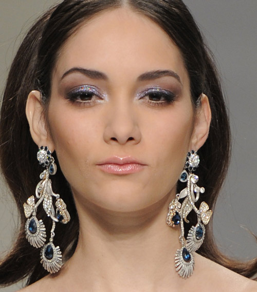 guo-pei-latest-makeup-trends-styles-spring-summer-2016-look-blue-glitter-eye-shadow
