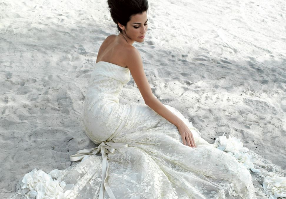 honeymoon-dresses-bride-sand-beach