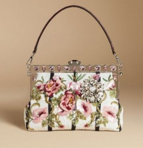 honeymoon-shopping-sexy-comfortable-outfit-floral-clutch-bags