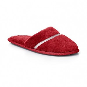 honeymoon-shopping-sexy-comfortable-outfit-red-flur-slippers
