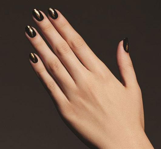latest-nail-art-trends-spring-summer-2016-nailpolish-black-gold-antique