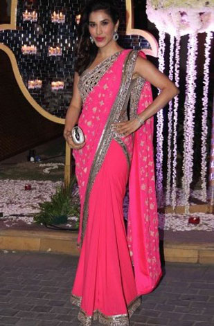 latest-saree-trends-2016-designs-designer-border-manish-malhotra