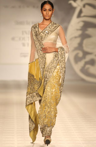 latest-saree-trends-2016-designs-designer-color-pleats-mint-green-offwhite-varun-bahl