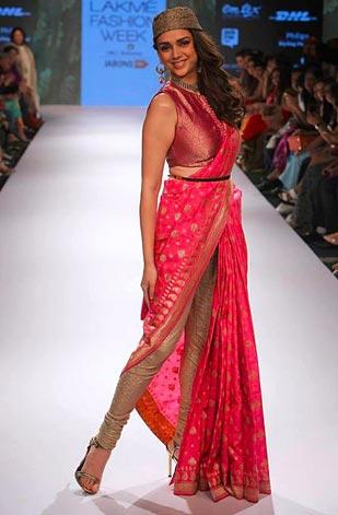 latest-saree-trends-2016-designs-designer-pre-draped-concept-ritu-kumar