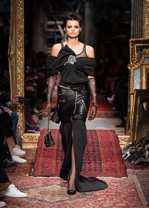 moschino-fall-2016-winter-2017-collection-latest-runway-fashion-show-dresses (10)-black-leather-outfit