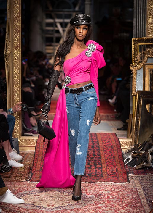 moschino-fall-2016-winter-2017-collection-latest-runway-fashion-show-dresses (12)-pink-crop-top