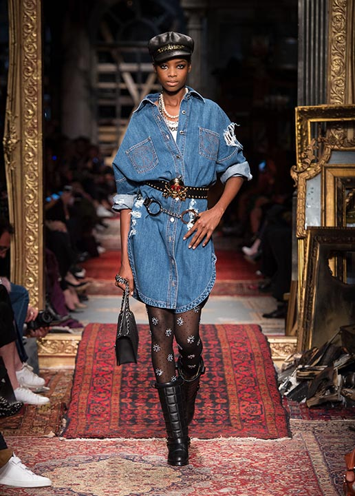 moschino-fall-2016-winter-2017-collection-latest-runway-fashion-show-dresses (20)-denim-dress-flower-tights