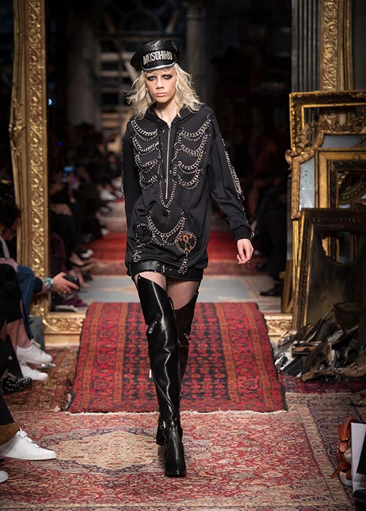 moschino-fall-2016-winter-2017-collection-latest-runway-fashion-show-dresses (24)-black-chain-dress-thigh-high-boots