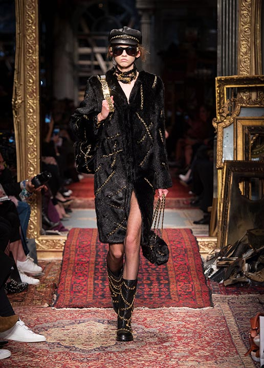 moschino-fall-2016-winter-2017-collection-latest-runway-fashion-show-dresses (27)-black-velvet-coat