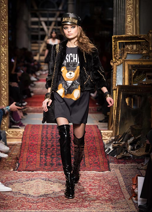 moschino-fall-2016-winter-2017-collection-latest-runway-fashion-show-dresses (28)-over-the-knee-boots-cap