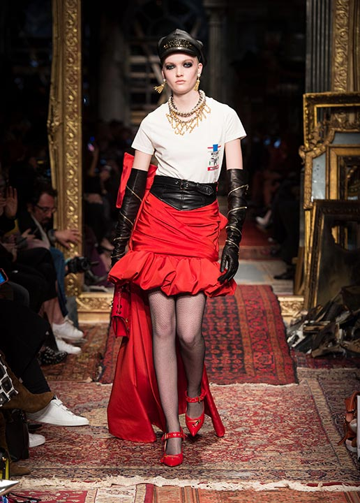 moschino-fall-2016-winter-2017-collection-latest-runway-fashion-show-dresses (30)-red-silk-skirt-tee