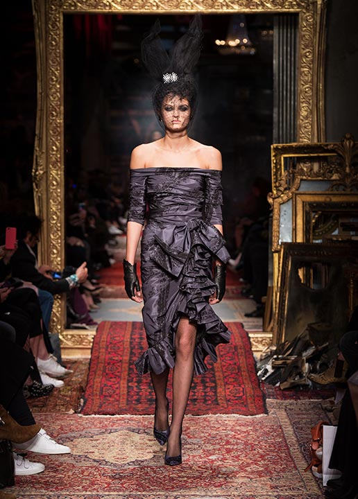 moschino-fall-2016-winter-2017-collection-latest-runway-fashion-show-dresses (41)-black-goth-dress-veil