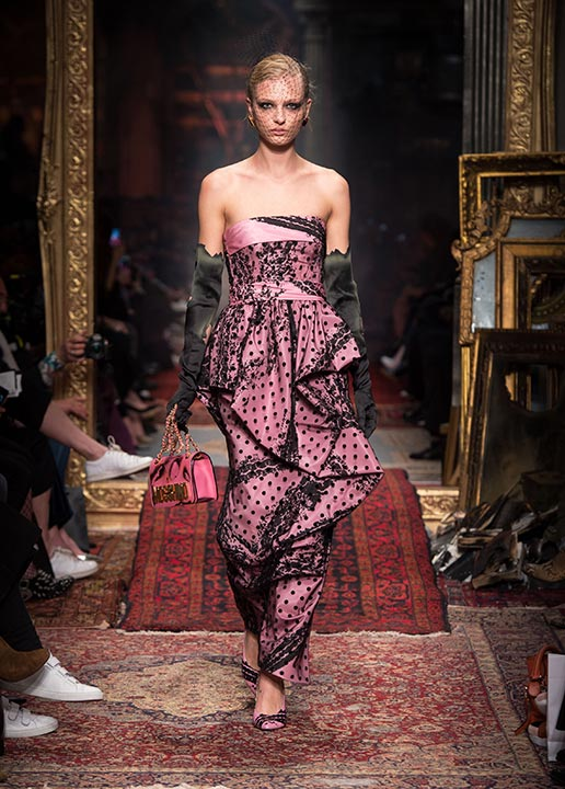 moschino-fall-2016-winter-2017-collection-latest-runway-fashion-show-dresses (42)- pink-dress-burnt-gloves