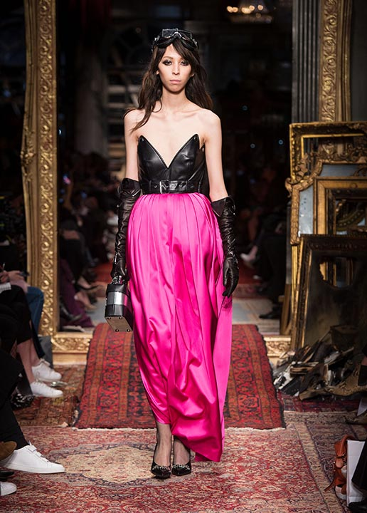 moschino-fall-2016-winter-2017-collection-latest-runway-fashion-show-dresses (5)-pink-skirt