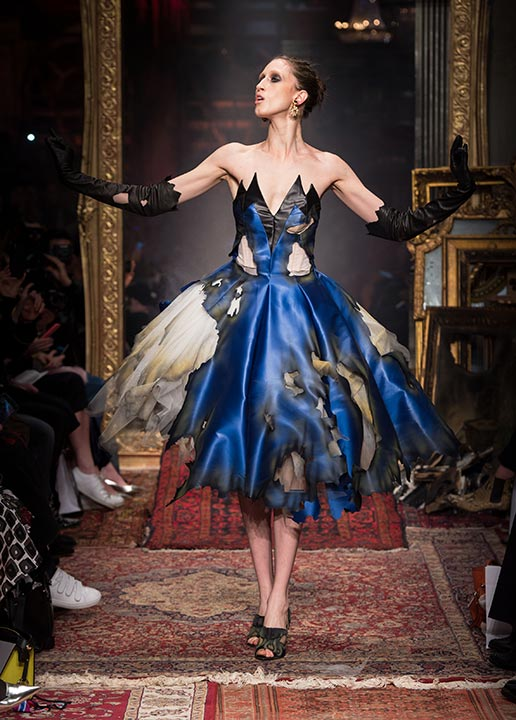 moschino-fall-2016-winter-2017-collection-latest-runway-fashion-show-dresses (50)-goth-prom-dress-burnt-blue