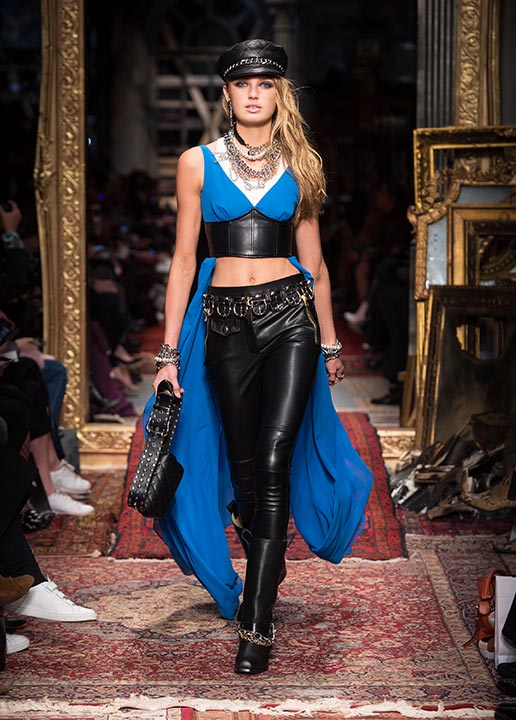moschino-fall-2016-winter-2017-collection-latest-runway-fashion-show-dresses (7)-blue-cape-top