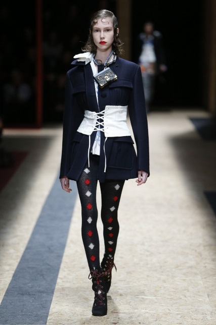 prada-fall-2016-winter-2017-latest-fashion-collection-outfits (01)-show-week
