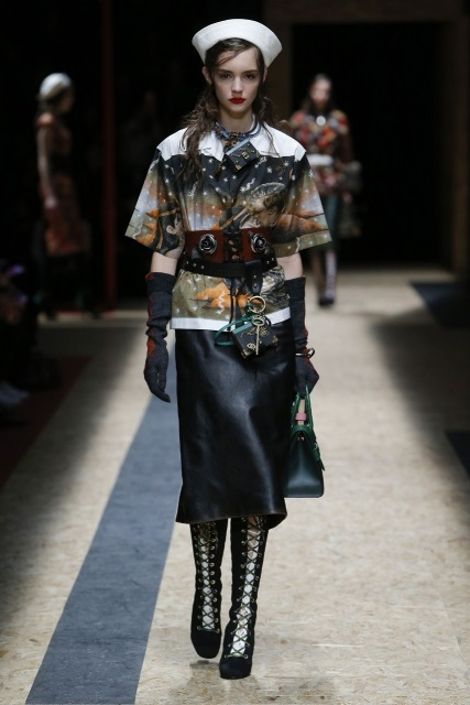 prada-fall-2016-winter-2017-latest-fashion-collection-outfits (10)