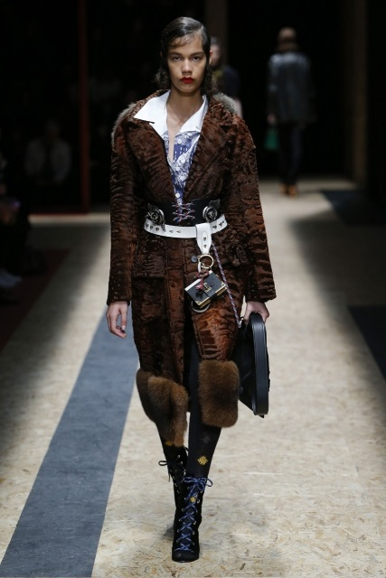 prada-fall-2016-winter-2017-latest-fashion-collection-outfits (12)