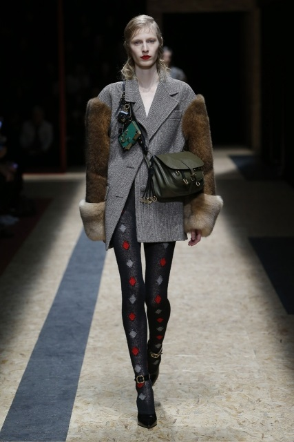 prada-fall-2016-winter-2017-latest-fashion-collection-outfits (16)