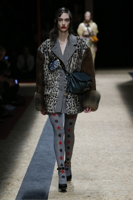 prada-fall-2016-winter-2017-latest-fashion-collection-outfits (17)