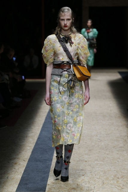 prada-fall-2016-winter-2017-latest-fashion-collection-outfits (18)