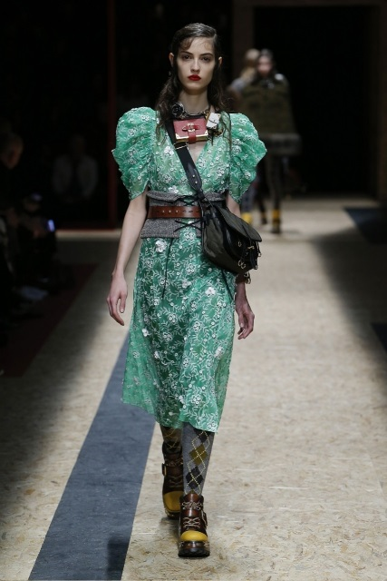 prada-fall-2016-winter-2017-latest-fashion-collection-outfits (19)
