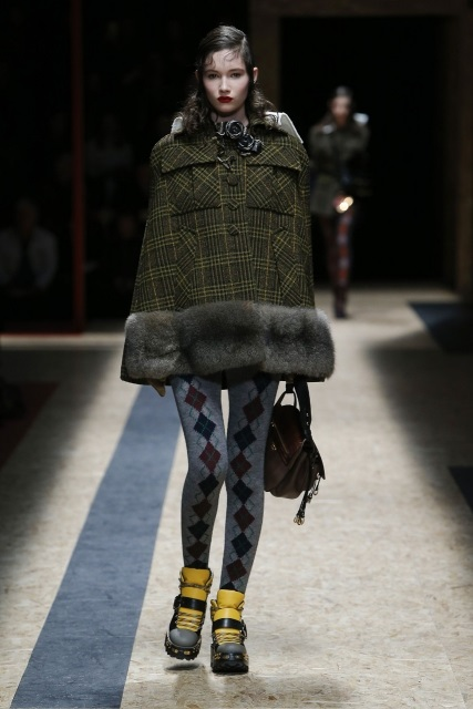 prada-fall-2016-winter-2017-latest-fashion-collection-outfits (20)