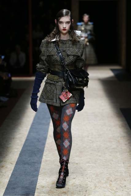 prada-fall-2016-winter-2017-latest-fashion-collection-outfits (21)