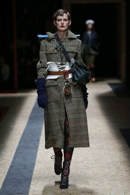 prada-fall-2016-winter-2017-latest-fashion-collection-outfits (22)
