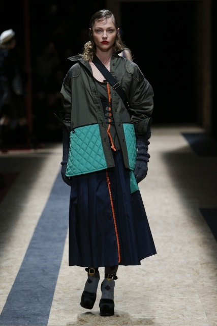 prada-fall-2016-winter-2017-latest-fashion-collection-outfits (26)