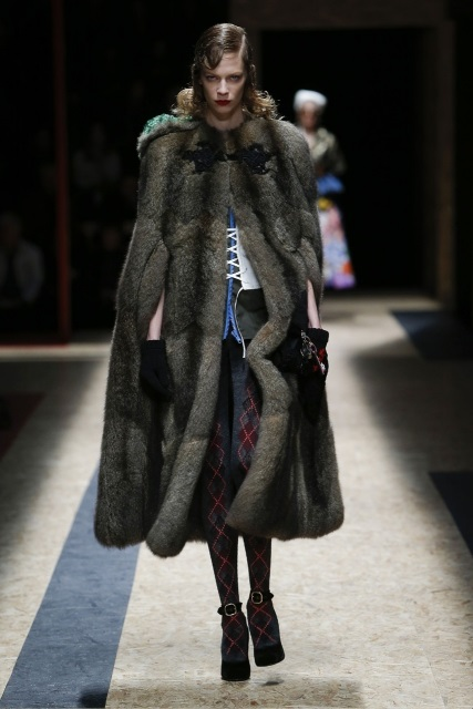 prada-fall-2016-winter-2017-latest-fashion-collection-outfits (28)