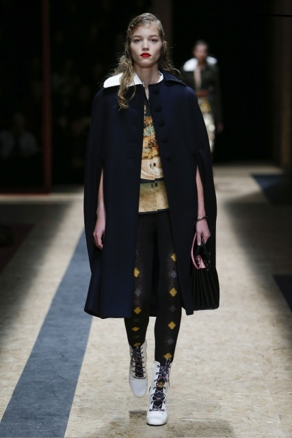 prada-fall-2016-winter-2017-latest-fashion-collection-outfits (3)-cape-jacket