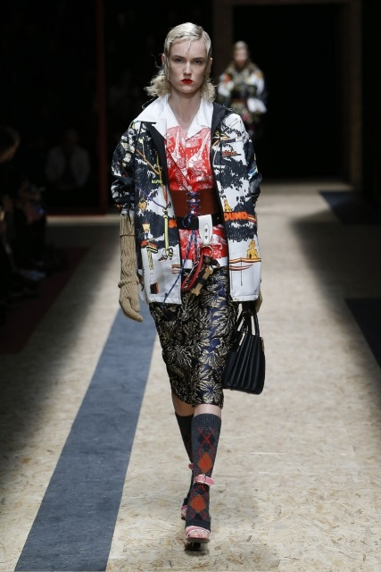 prada-fall-2016-winter-2017-latest-fashion-collection-outfits (32)