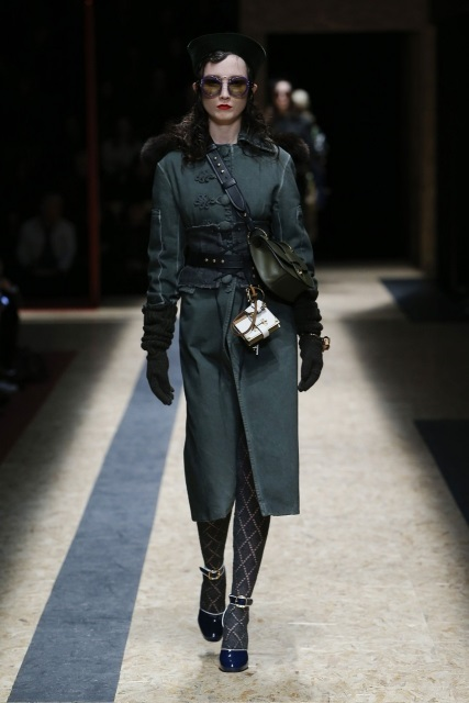 prada-fall-2016-winter-2017-latest-fashion-collection-outfits (35)