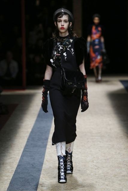 prada-fall-2016-winter-2017-latest-fashion-collection-outfits (42)