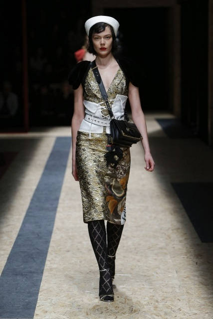 prada-fall-2016-winter-2017-latest-fashion-collection-outfits (45)